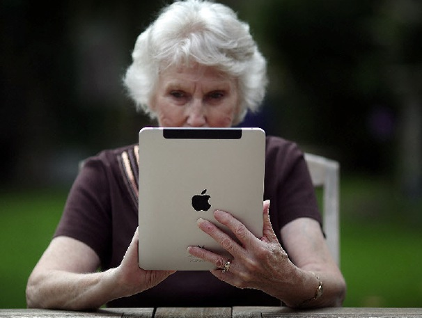 планшетники для пожилых людей